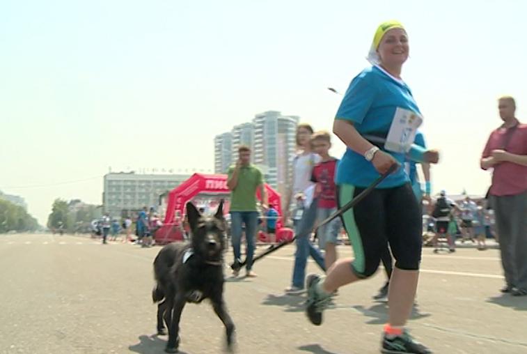 Марафон «Бег к мечте» объединил спортсменов разных возрастов и даже собак