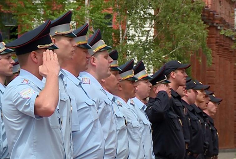 Торжественный развод нарядов полиции прошел на площади Победы в Благовещенске
