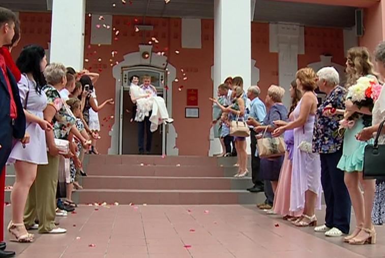 В День Петра и Февронии 40 молодых семей образовалось в Приамурье