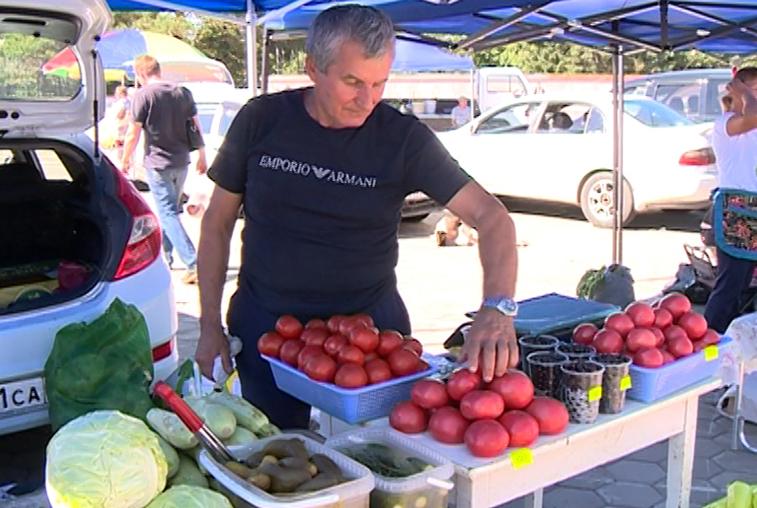Амурские овощи и восточные сладости раскупали благовещенцы на ярмарке выходного дня
