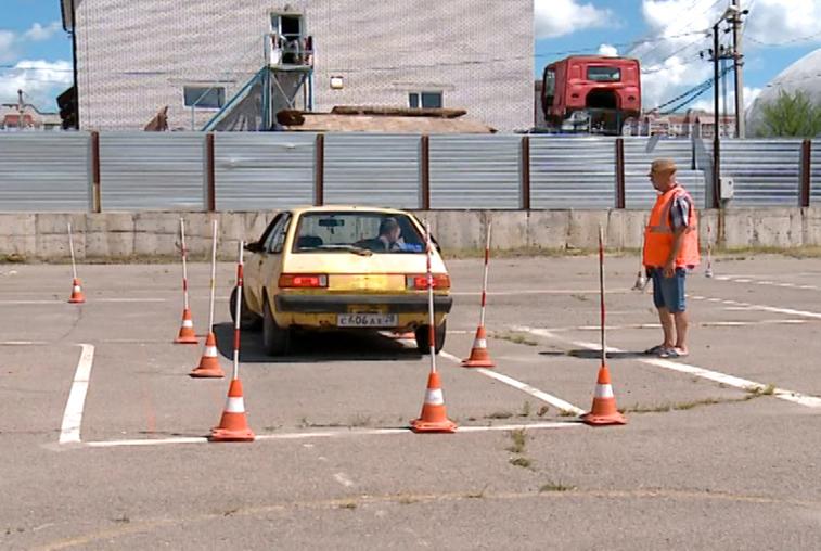 Амурские водители соревновались в знании ПДД и прохождении зачетной трассы