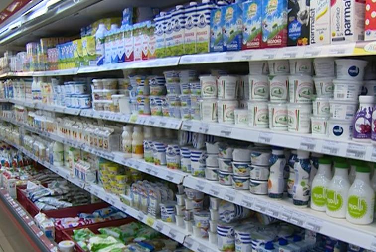 В амурских магазинах обнаружили около 30 партий просроченной молочной продукции