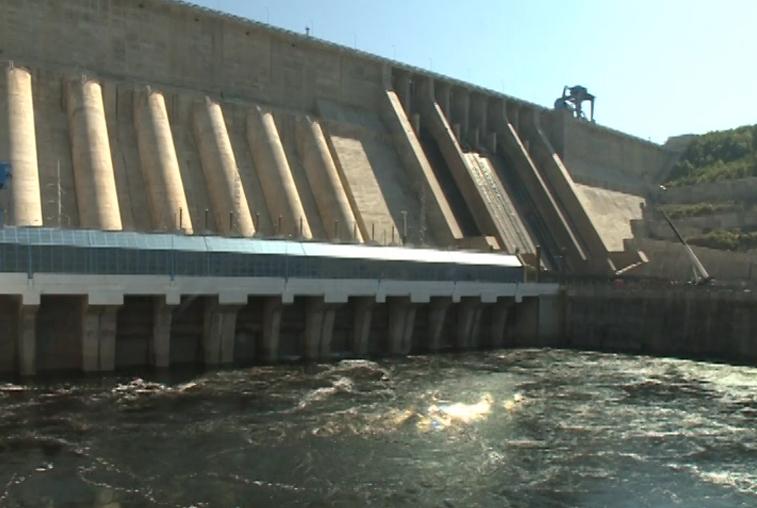 На Бурейской ГЭС остановили сбросы воды
