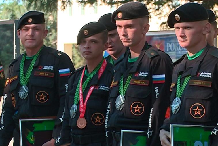 В ДВОКУ чествовали призеров Армейских международных игр