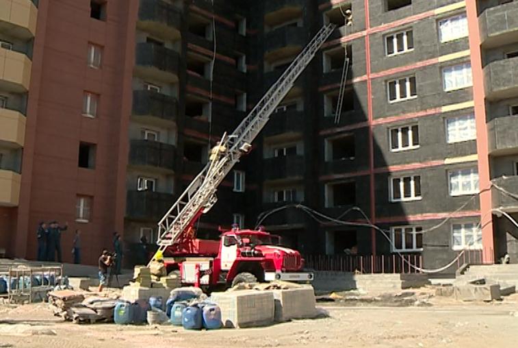 Благовещенские огнеборцы тренировались тушить пожар в высотке
