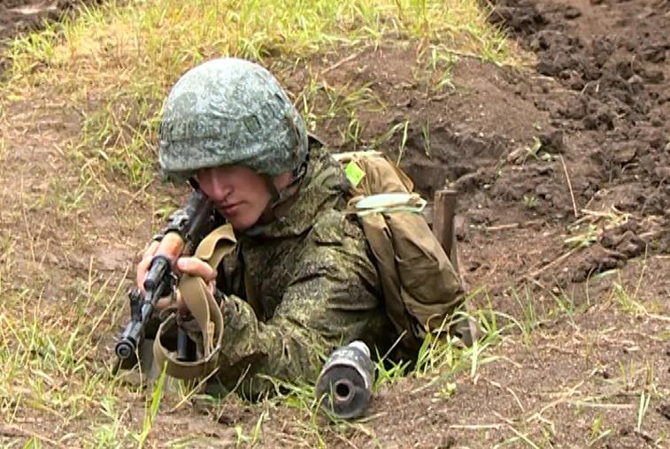 Новоиспеченные курсанты ДВОКУ прошли курс молодого бойца