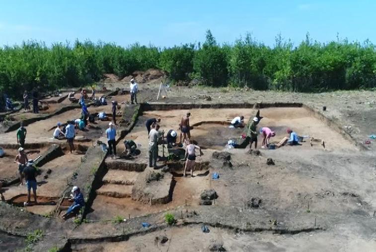 Остатки древних жилищ исследуют археологи в Свободненском районе