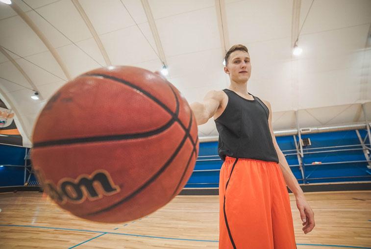 Благовещенский школьник вошел в состав профессионального баскетбольного клуба