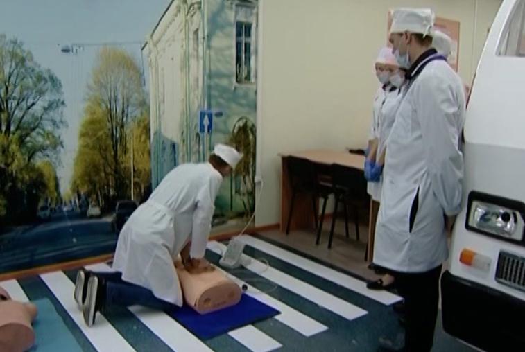 Студенты Амурского медколледжа учатся оказанию первой помощи