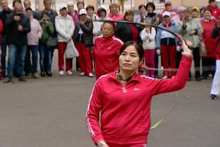 Мастерское владение хлыстом продемонстрировали китайские артисты в Благовещенске