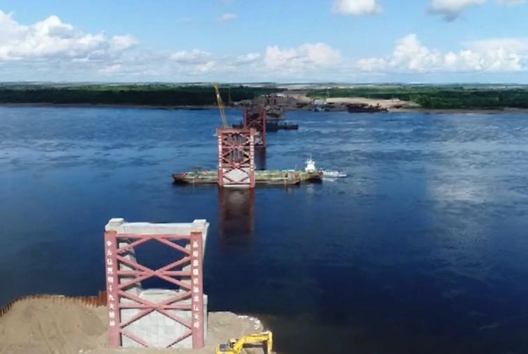 Строители международного моста через Амур работают в тесном контакте
