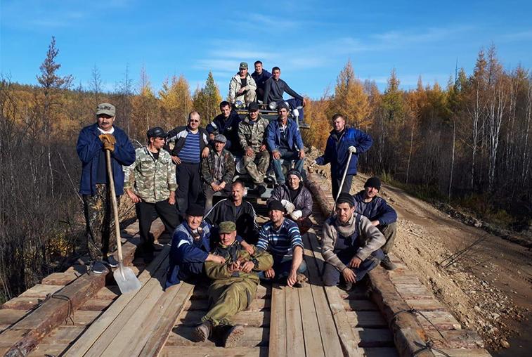 Жители посёлка Тутаул Тындинского района восстановили автомобильный мост