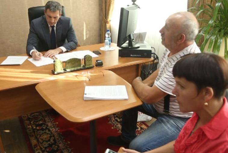 Жители Буреи обратились к Василию Орлову с жалобой на качество домов