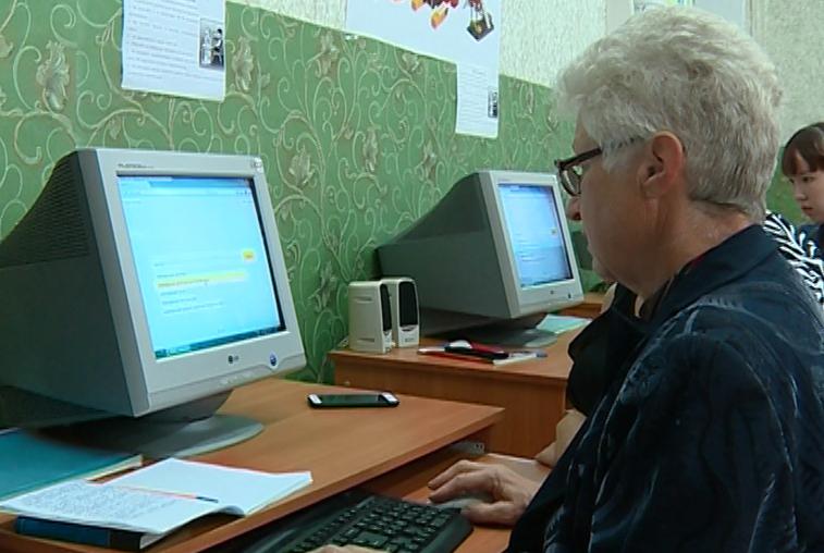 В Благовещенске пенсионеров продолжают обучать компьютерной грамотности
