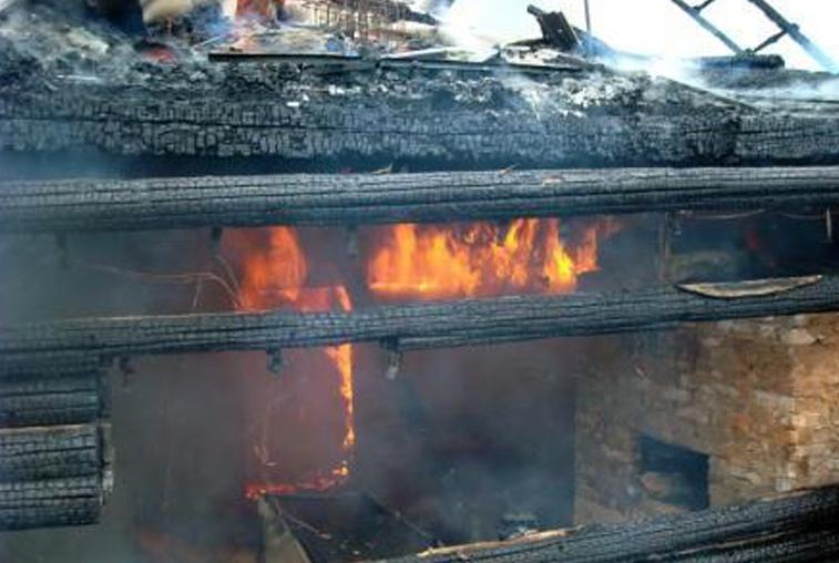 Летящие от вагона с углем искры вызвали пожар на турбазе педуниверситета