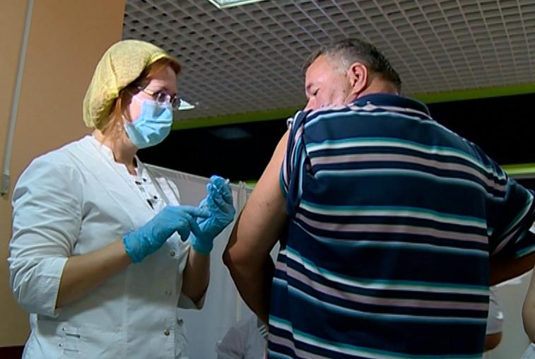 Каждый второй амурчанин получил прививку от гриппа
