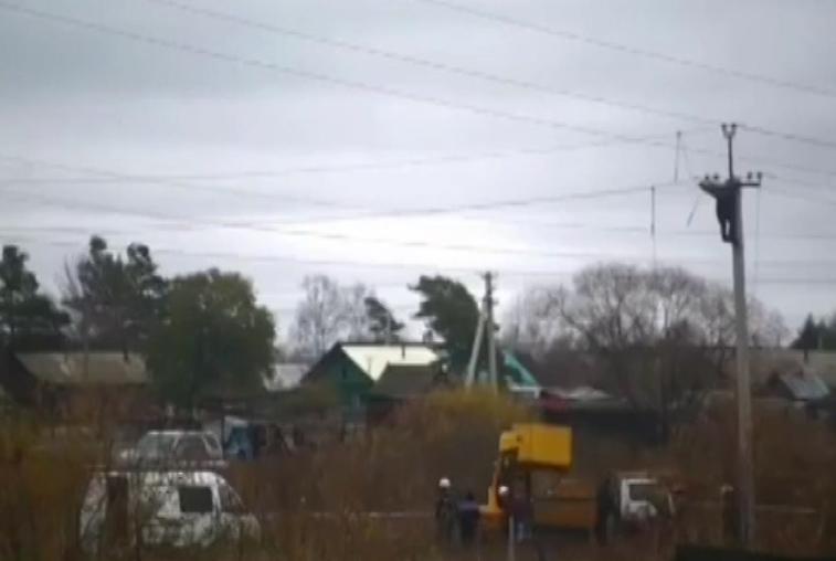 Манекен жители Белогорского района приняли за пострадавшего от удара током