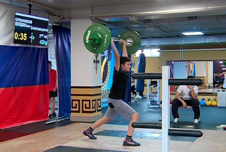 Более 50 спортсменов приняли участие в Кубке области по тяжелой атлетике