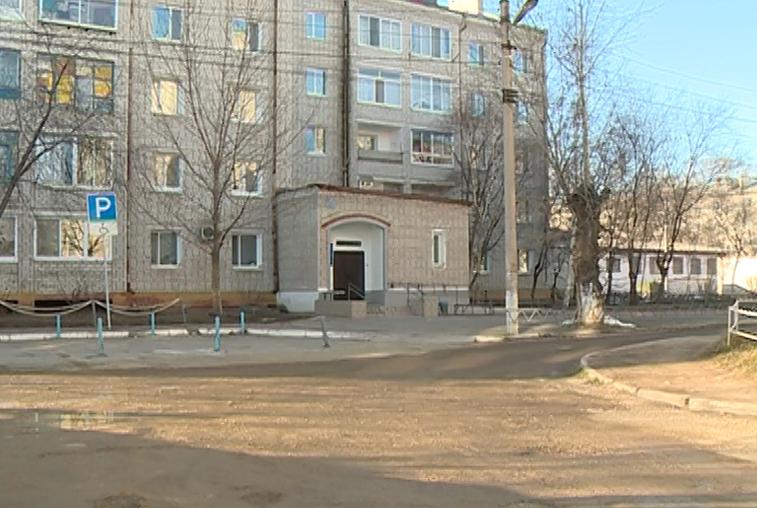 Жильцы Благовещенского дома ветеранов пожаловались на плохое состояние двора