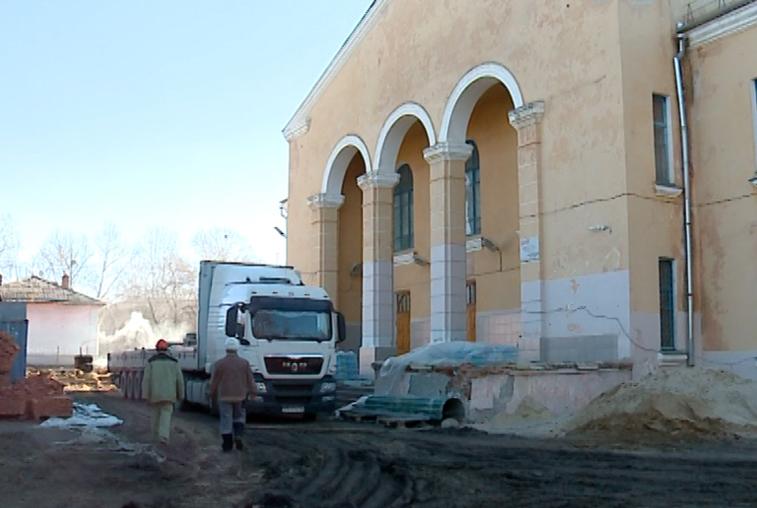 При реконструкции свободненского Дворца культуры строители столкнулись с трудностями