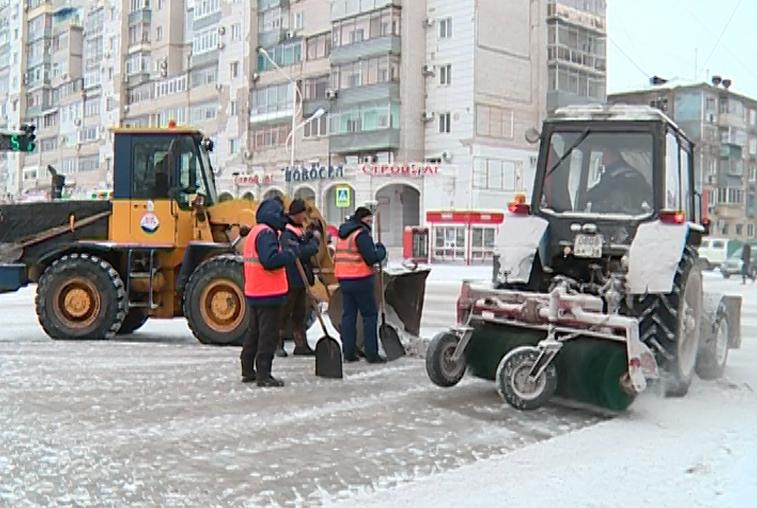На очистке амурских трасс от снега работают около 70 единиц техники