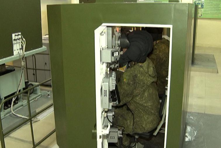 Занятия на новых танковых тренажерах в ДВОКУ приближены к реальным условиям