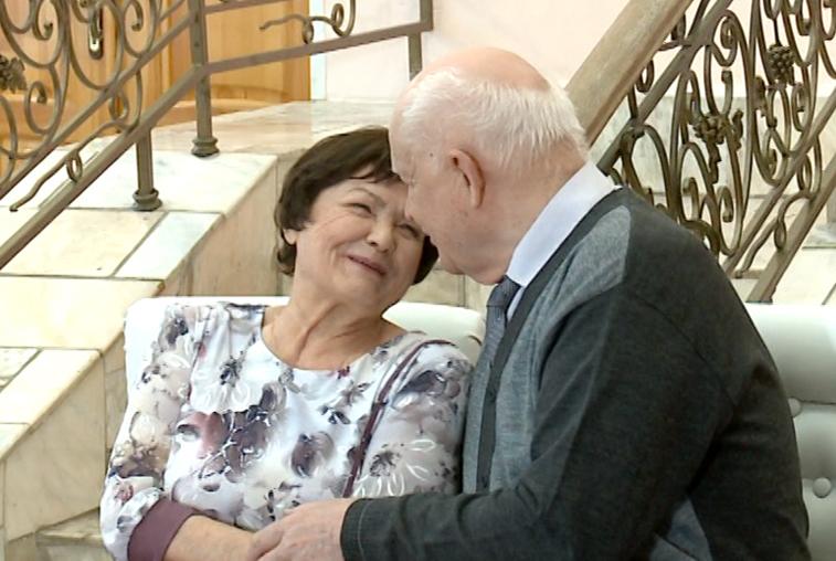 Семейные пары-долгожители чествовали в благовещенском Дворце бракосочетания