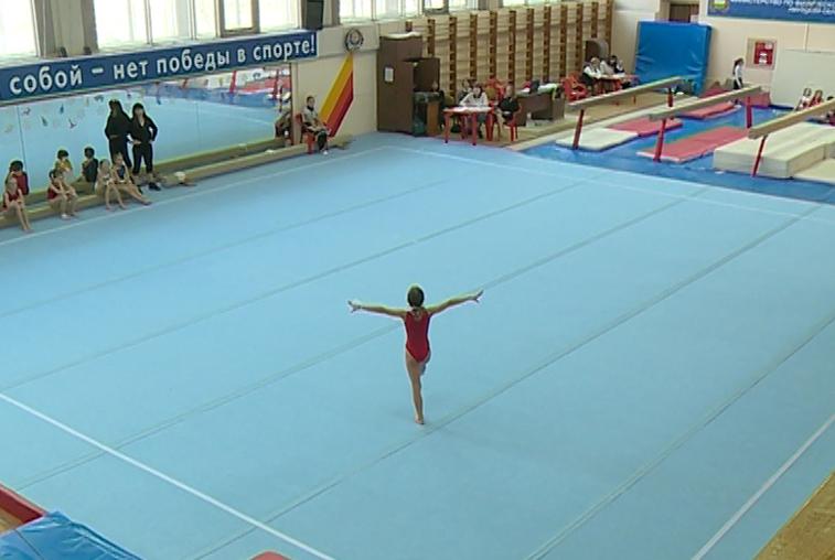 Новый гимнастический инвентарь опробовали спортсмены на областном турнире