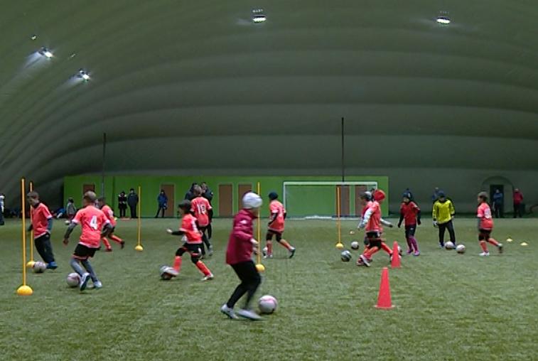Юные футболисты опробовали первый в Приамурье крытый манеж