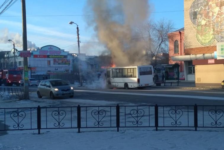 Авария на переезде, возгорание автобуса и квартирная кража: сводка происшествий в Приамурье