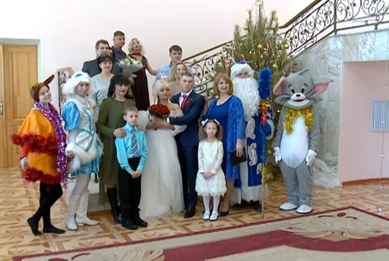 Свадьбу под Новый год сыграли более 20 амурских пар