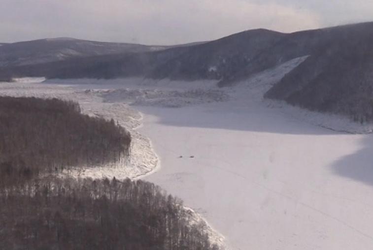 Спасатели запретили людям выходить на лед Бурейского водохранилища