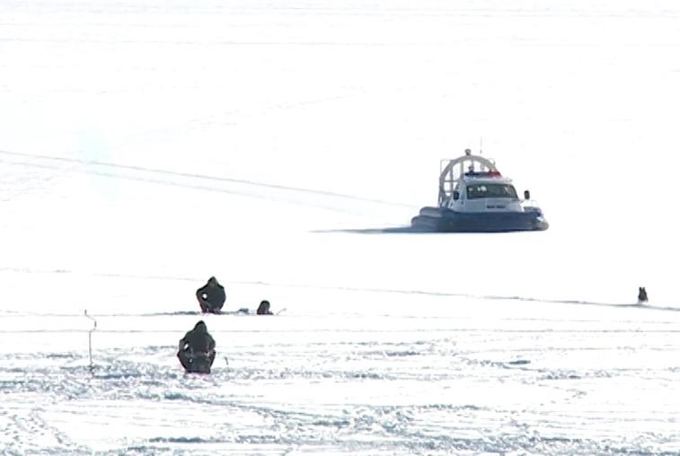 Несколько групп рыбаков эвакуировали спасатели с Бурейского водохранилища