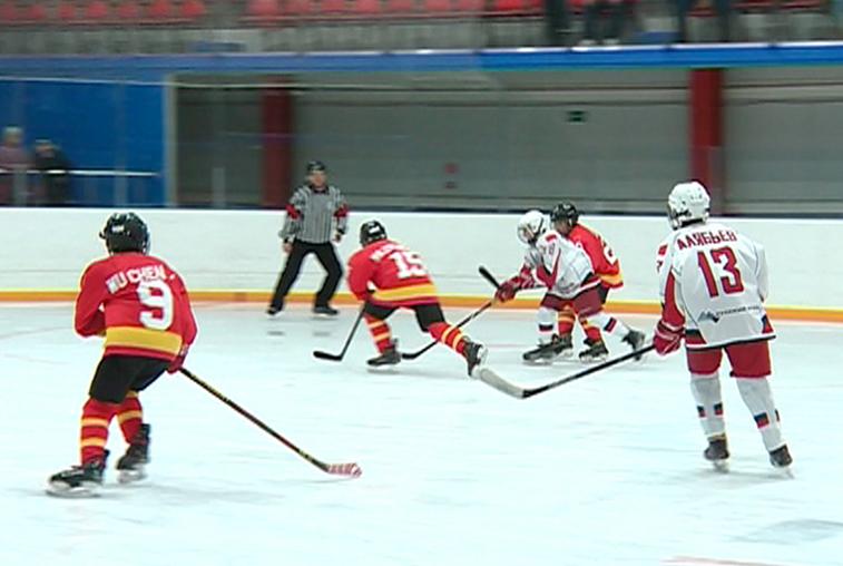Российские хоккеисты обыграли китайских во второй день турнира «Содружество»