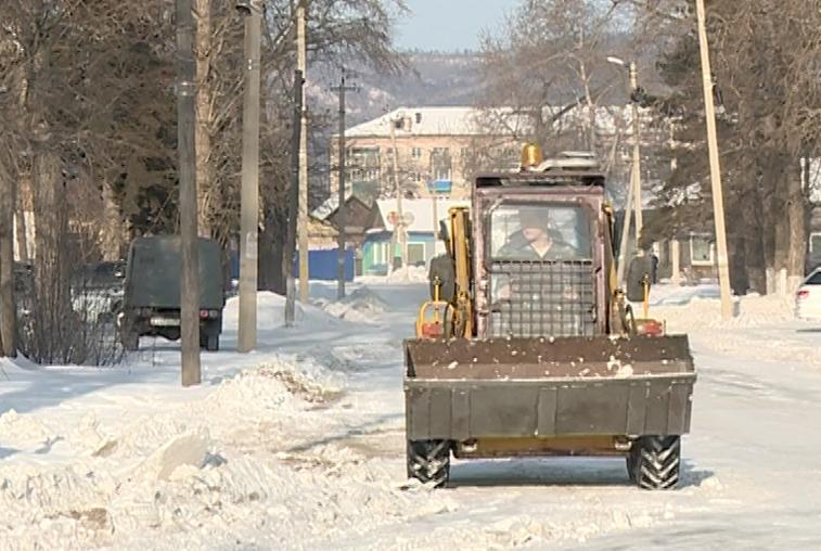 Новую спецтехнику для уборки снега приобрела администрация Зеи