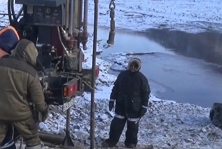 Военные расширили канал на месте схода оползня в Бурейское водохранилище
