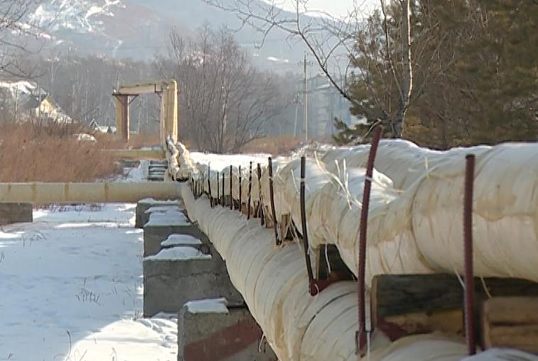 В Зее заменили почти километр теплотрассы за счет областной программы