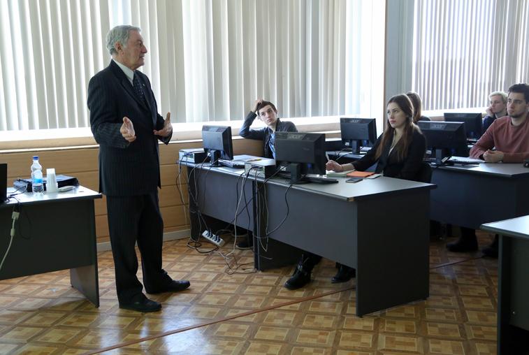 Профессор из Самарского университета прочитал курс лекций для студентов АмГУ