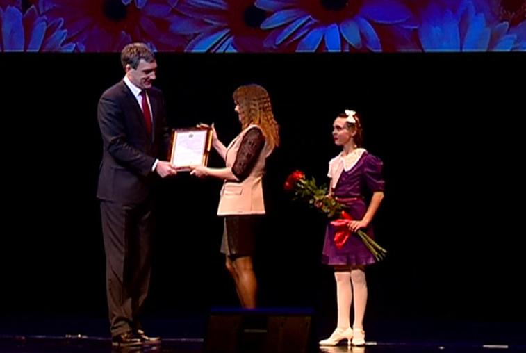 Пять амурчанок наградили на предпраздничном концерте в Благовещенске