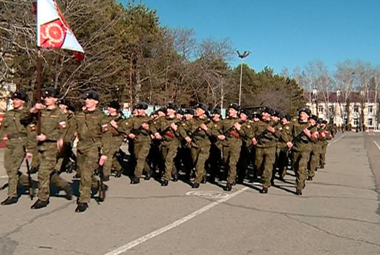 Массовую репетицию парада Победы провели в ДВОКУ