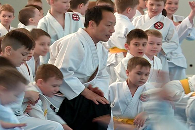 Сэнсэй айкидо из Японии тренирует юных благовещенских спортсменов