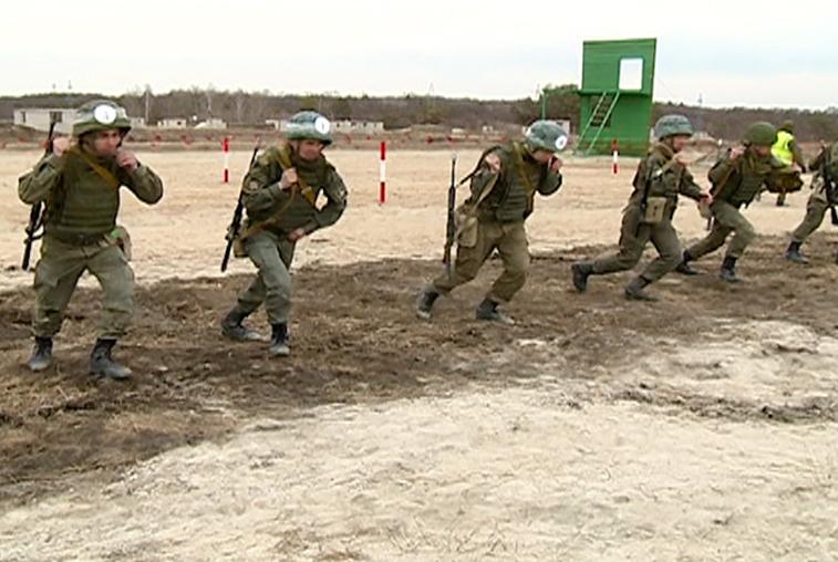 Выносливость и взаимовыручка: на полигоне ДВОКУ соревнуются курсанты со всей России