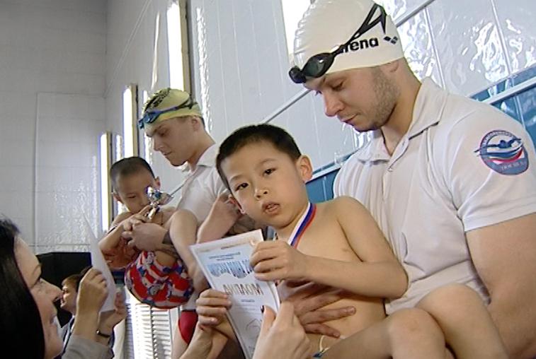 Дети с ослабленным здоровьем впервые участвовали в турнире по плаванию в Благовещенске