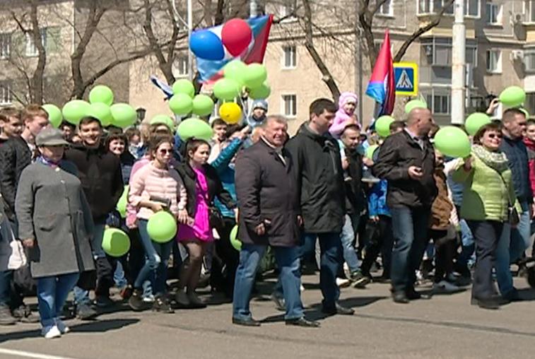 Праздничным шествием отметили амурчане День Весны и Труда