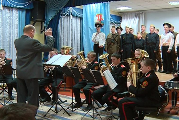 Благовещенские кадеты исполнили патриотические песни для ветеранов
