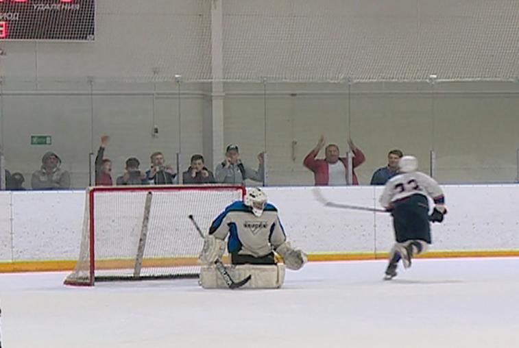 Напряженный финал наблюдали благовещенцы на игре за мемориальный кубок по хоккею