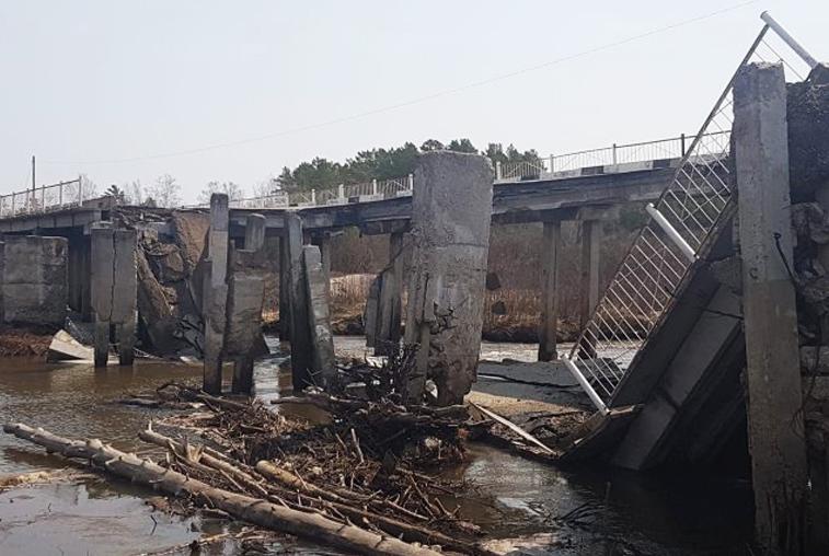 Обрушился мост через реку Большая Пёра в Свободненском районе