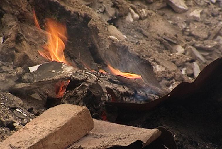 Причины пожара, унёсшего жизни двух пенсионеров в Тыгде, устанавливаются