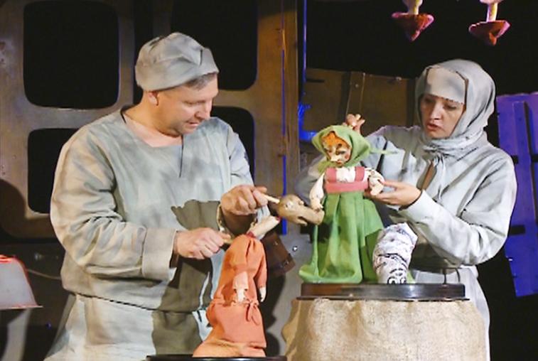 О том, как хитрость побеждает зло, готовят спектакль амурские кукольники