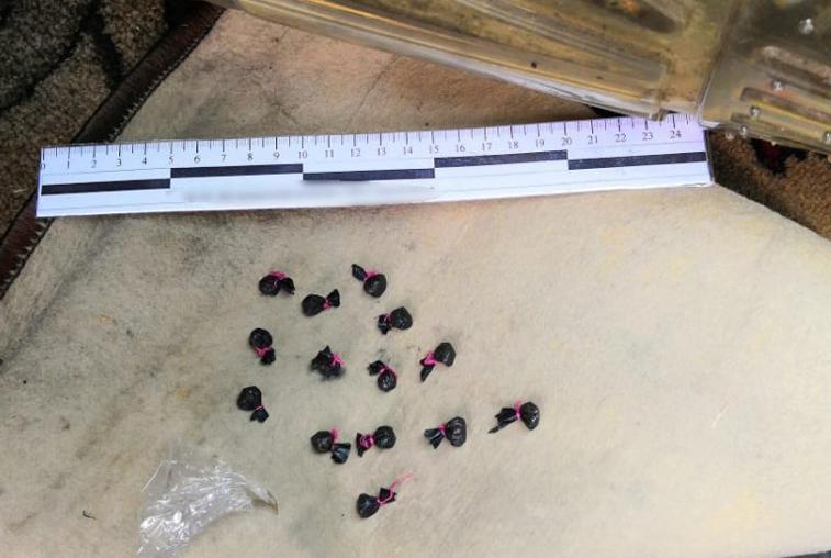 Полицейские задержали троих сбытчиков наркотиков